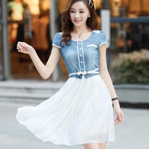 纯色雪纺长裙搭配浅色牛仔外衣